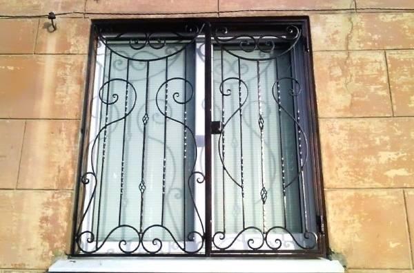 Распашные декоративные решетки на окна