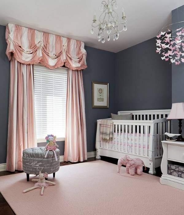 Сочетание розовых штор с серыми обоями для стен