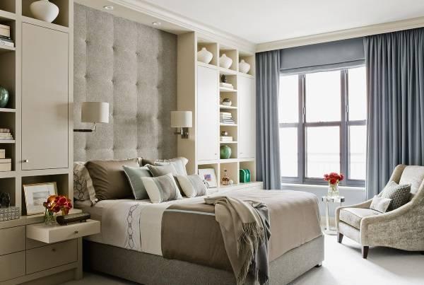 Красивые шторы в спальню - фото в голубом цвете
