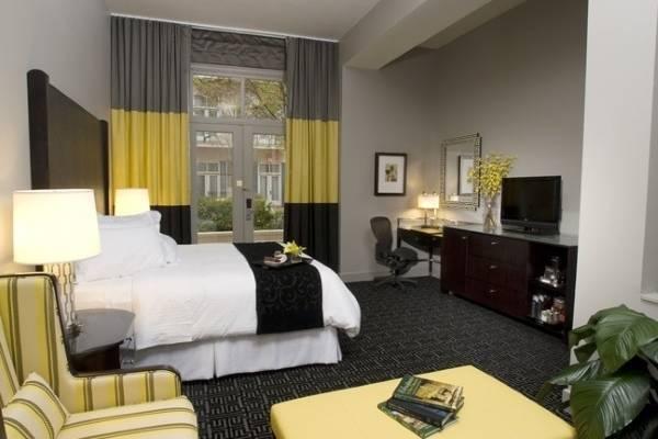 Дизайн штор для спальни - фото в широкую горизонтальную полоску