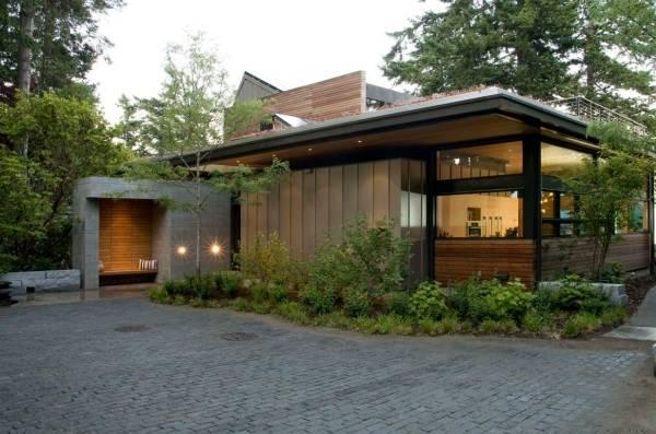 Небольшой дом в стиле хай тек из сип-панелей