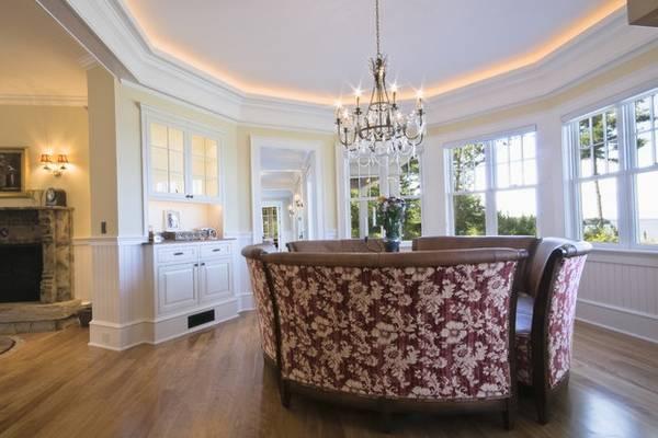 Подсветка потолка многоугольной формы - фото в интерьере частного дома