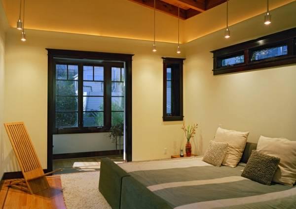 Потолок со светодиодной подсветкой под низким плинтусом