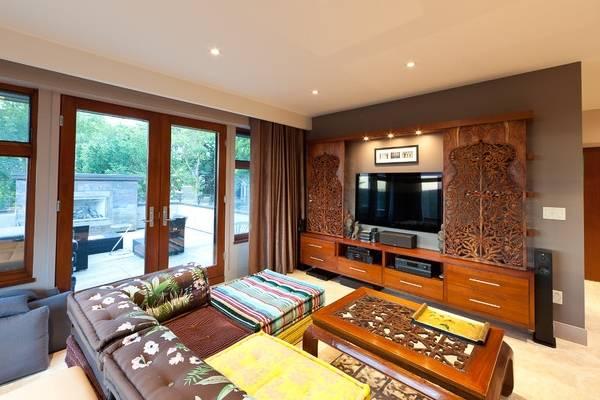 Восточная мебель в индийском стиле интерьера гостиной