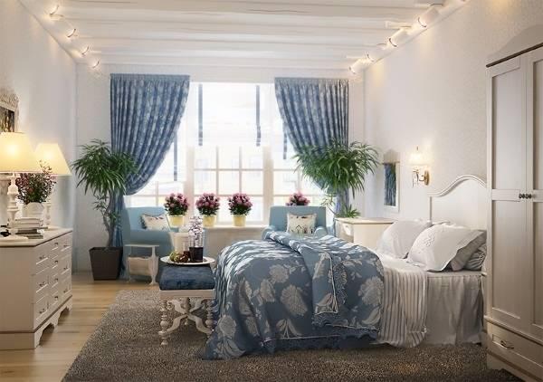 Романтичная спальня прованс - фото дизайн в бело-голубом цвете