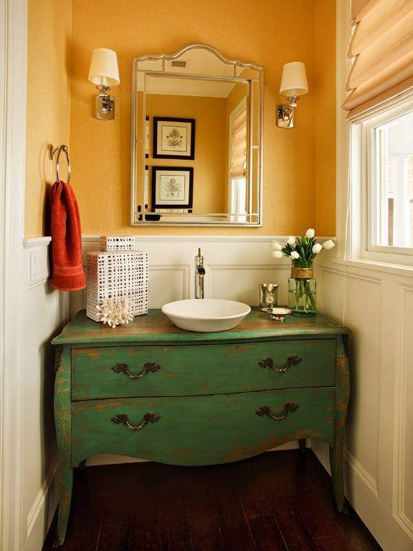 Тумба под раковину в ванной - фото с эффектом старины
