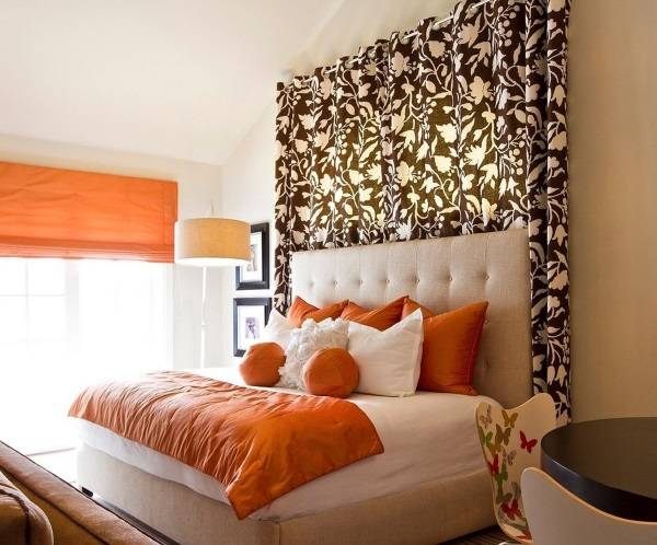 Коричневые шторы для спальни - фото дизайн 2016 с узором