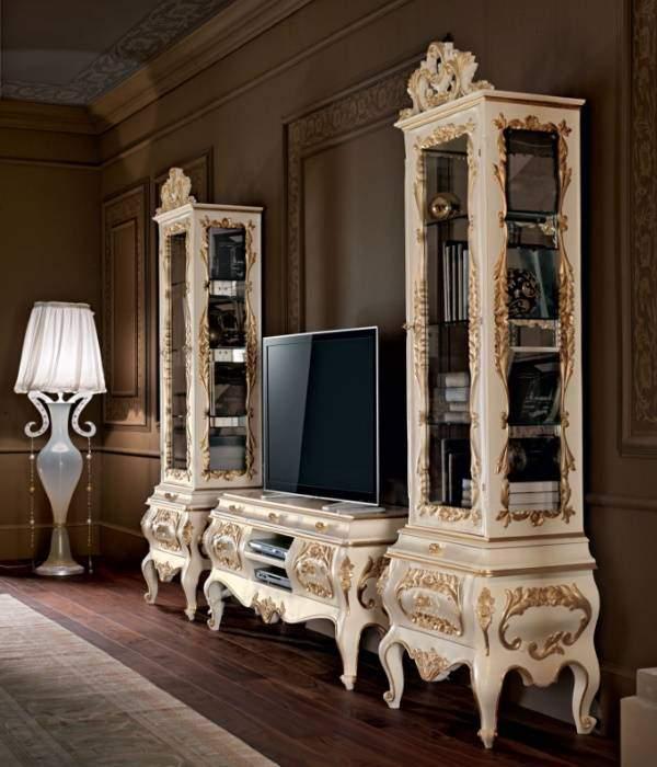 Белая мебель в интерьере гостиной - фото в классическом стиле