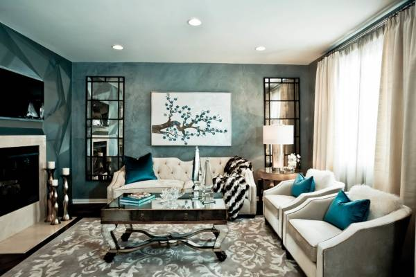 Шикарный дизайн гостиной с белой мебелью - фото с голубым