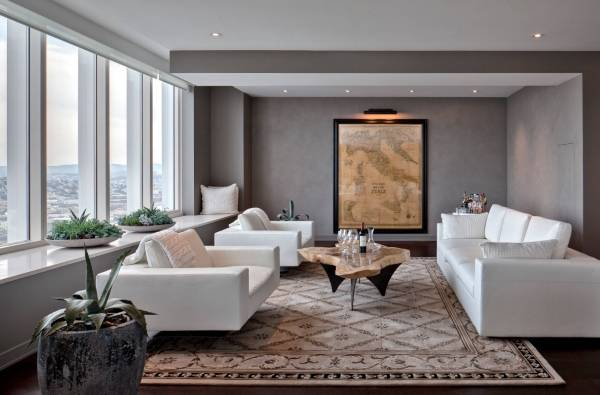 Дизайн гостиной с белой мебелью - фото с серыми стенами