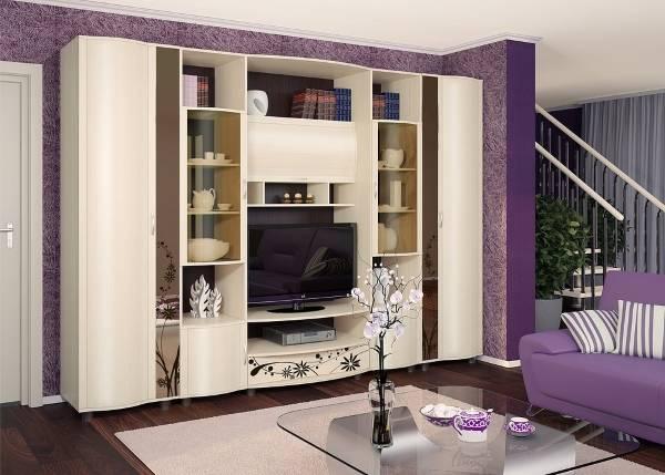 Белая стенка в гостиную в классическом стиле