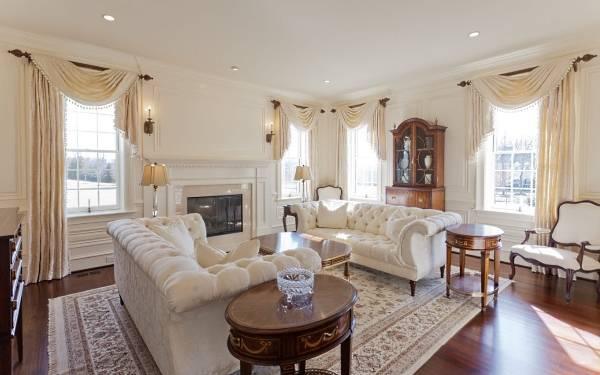 Белый диван - фото в классическом стиле
