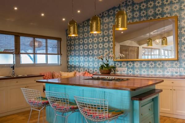 Обои и декор в стиле бохо в интерьере кухни