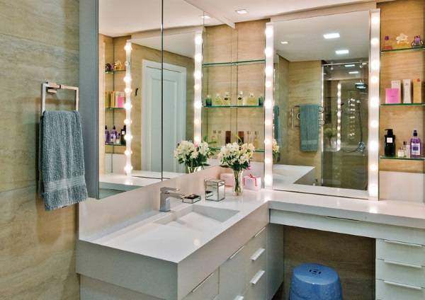 Как украсить зеркало в ванной подсветкой своими руками