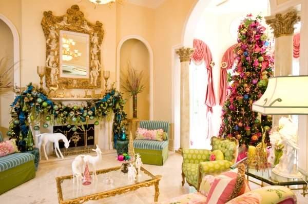 Красивый новогодний интерьер в розовом, голубом и салатовом