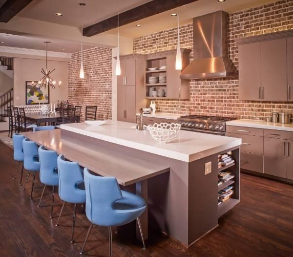 Интерьер комнаты с кирпичной стеной - фото кухни студии