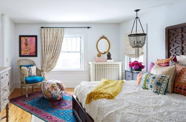Богемный интерьер спальни в доме
