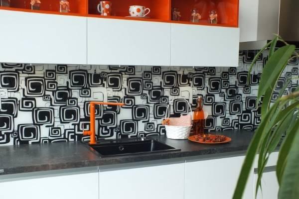 Красивые фартуки для кухни из стекла - фотопечать на фото интерьера
