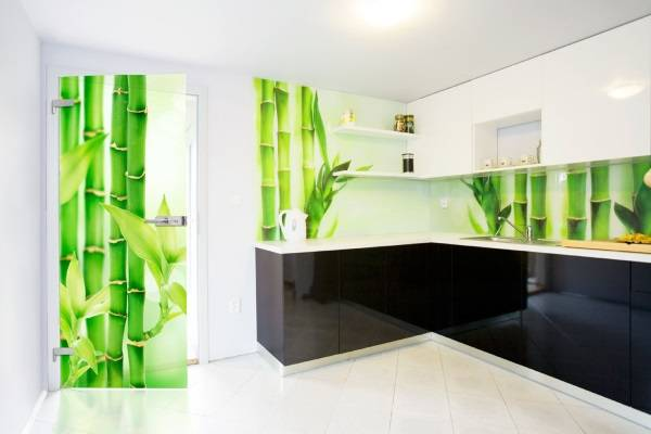 Стеклянный фартук для кухни с рисунком бамбука