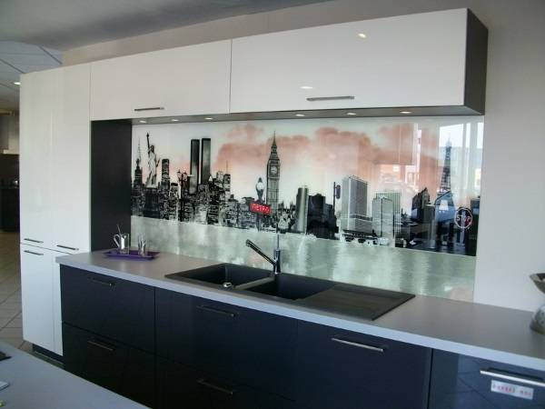 Стеклянный кухонный фартук - фото с печатным рисунком