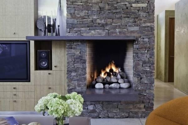 Интерьер гостиной с газовым камином в квартире - фото идеи