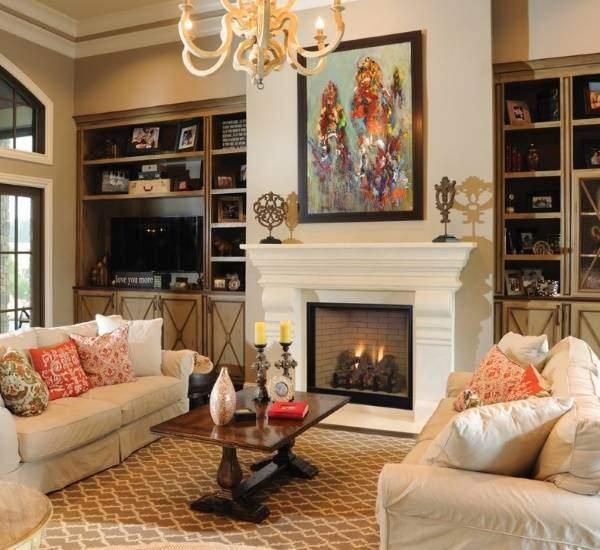 Шикарный дизайн гостиной с камином в квартире - фото