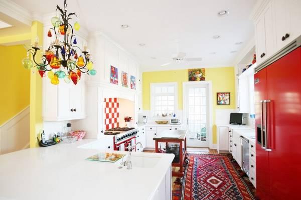 Желтый интерьер кухни в стиле бохо
