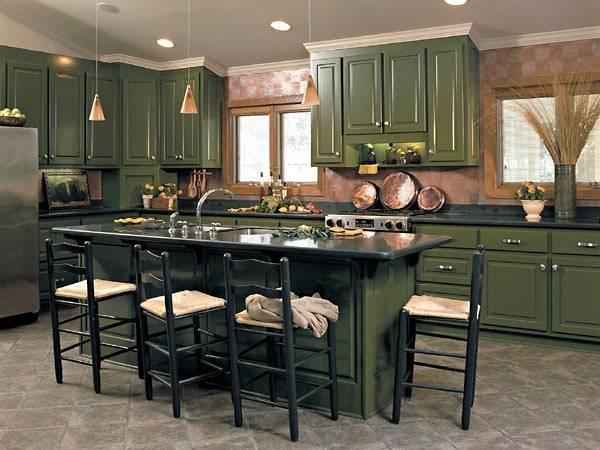 Какой цвет модный в 2017 году - фото темно-зеленая кухня