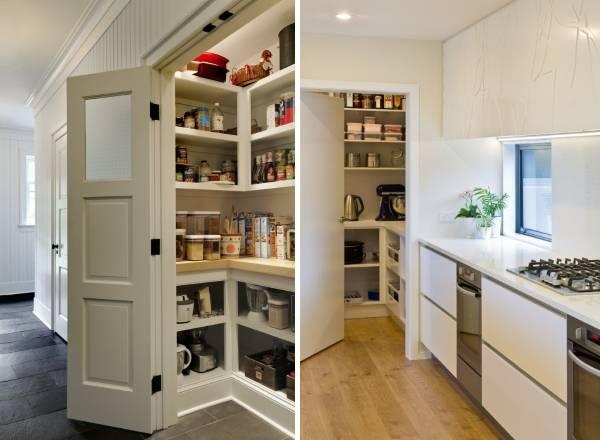 Маленький шкаф кладовка в коридоре