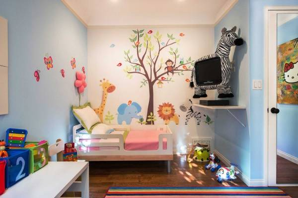 Детские наклейки для интерьера - дерево и зверята