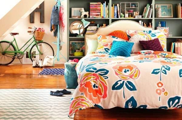 Яркая спальня девушки в стиле бохо - фото