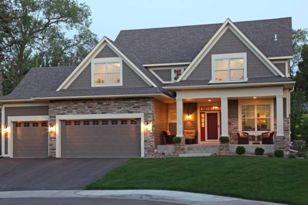 Красивый дизайн дома с облицовкой под камень
