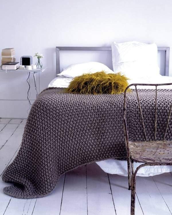 Вязаный плед на кровать своими руками в модном цвете