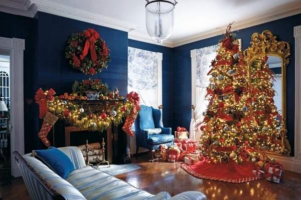 Новогодний интерьер квартиры в синем и красном цвете
