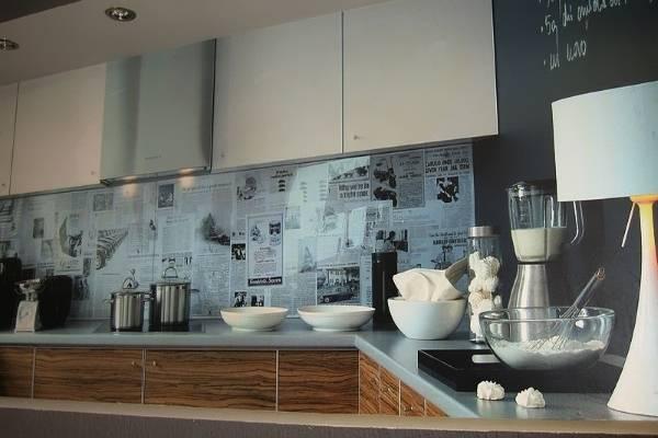 Прозрачный фартук для кухни из стекла - фото оформления