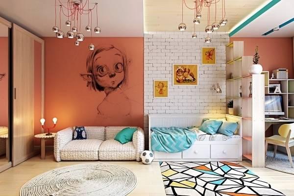 Сочетание кирпичной стены и обоев с рисунком в интерьере