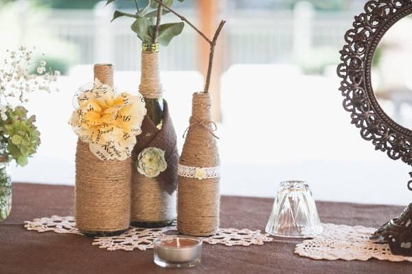 Винтажная поделка - ваза из бутылки и шпагата