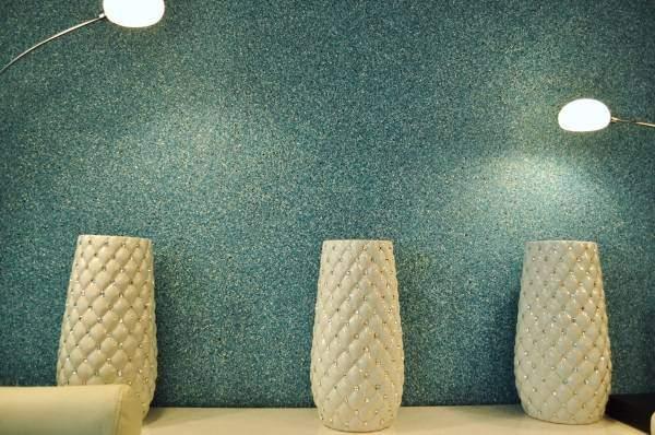 Шелковые жидкие обои в коридоре - фото в интерьере