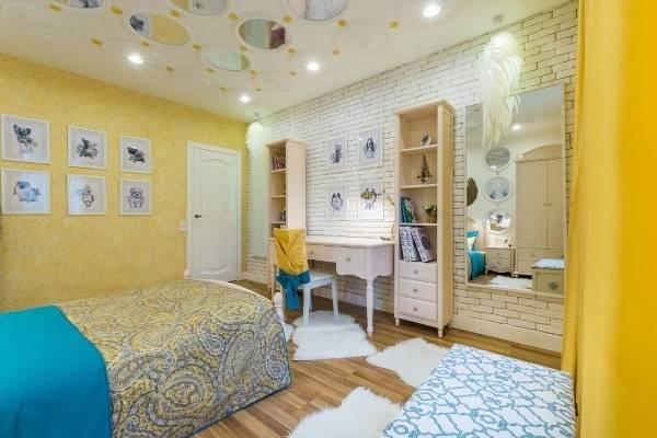 Желтые жидкие обои - арт дизайн спальни