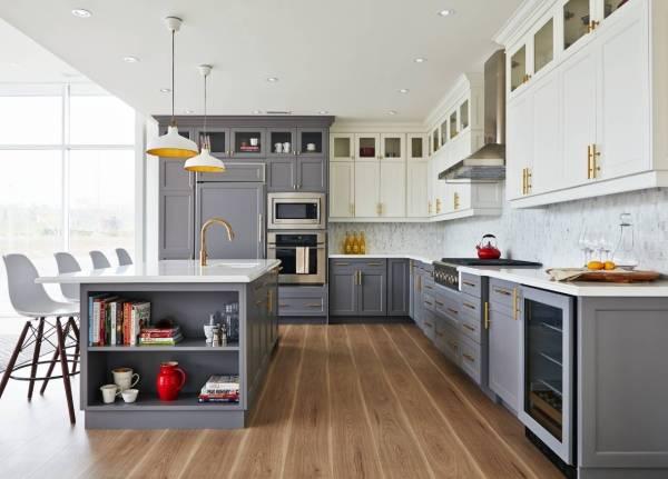 Двухцветные шкафы на кухне - модный дизайн 2018