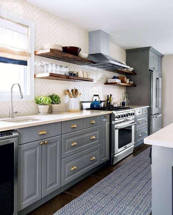 Современные идеи для кухни - дизайн плитки и серая мебель