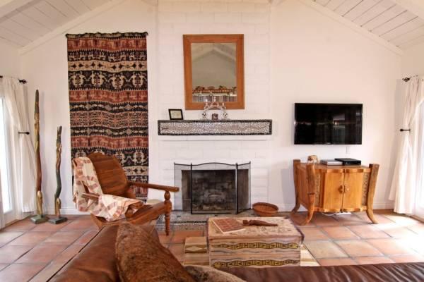 Настенные ковры в этническом стиле в зале