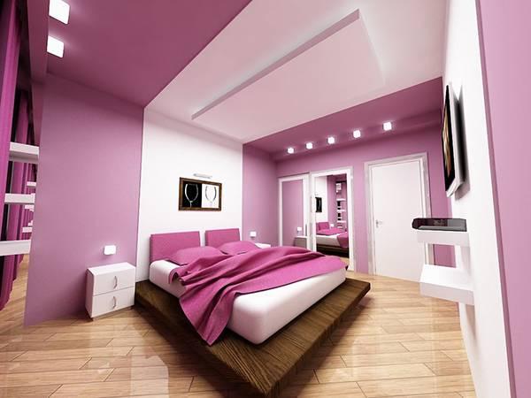 Современный дизайн спальни в ярком сиреневом цвете