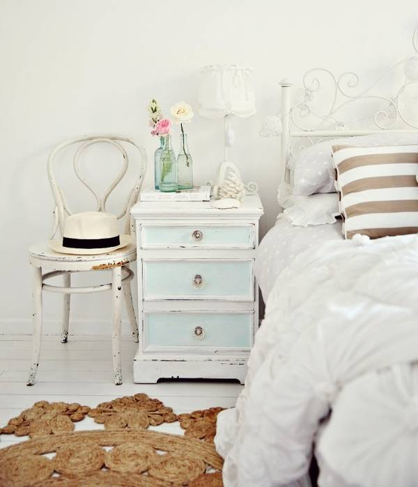 Какой должна быть мебель для спальни в стиле шебби
