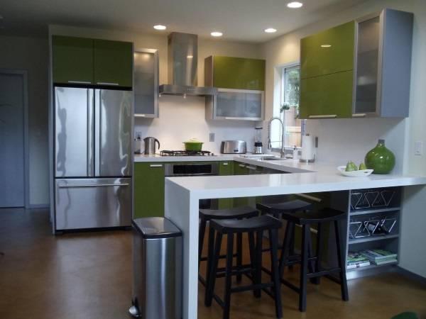 Компактная кухня может быть просторной