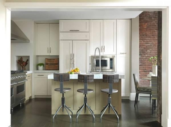 Дизайн кухни в стиле лофт - фото с барными стульями индастриал