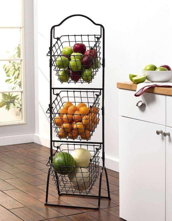 Металлическая этажерка с корзинами для овощей