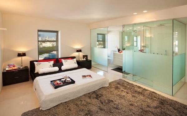 Стеклянные межкомнатные перегородки - зонирование ванной комнаты в спальне