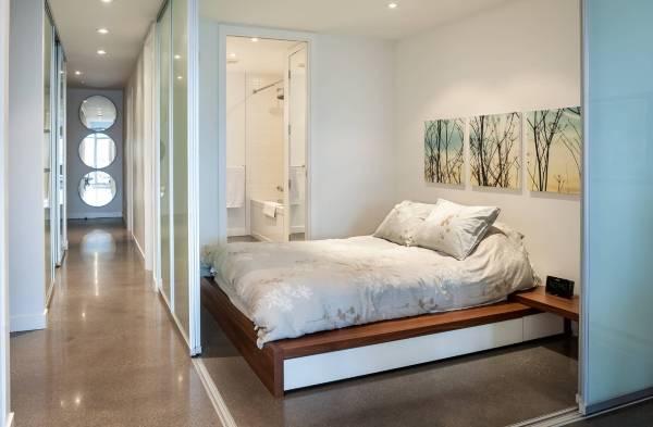 Раздвижные стеклянные перегородки и двери купе в дизайне квартир