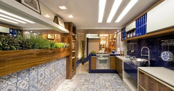 Дизайн кухни 2018 - зелень в интерьере